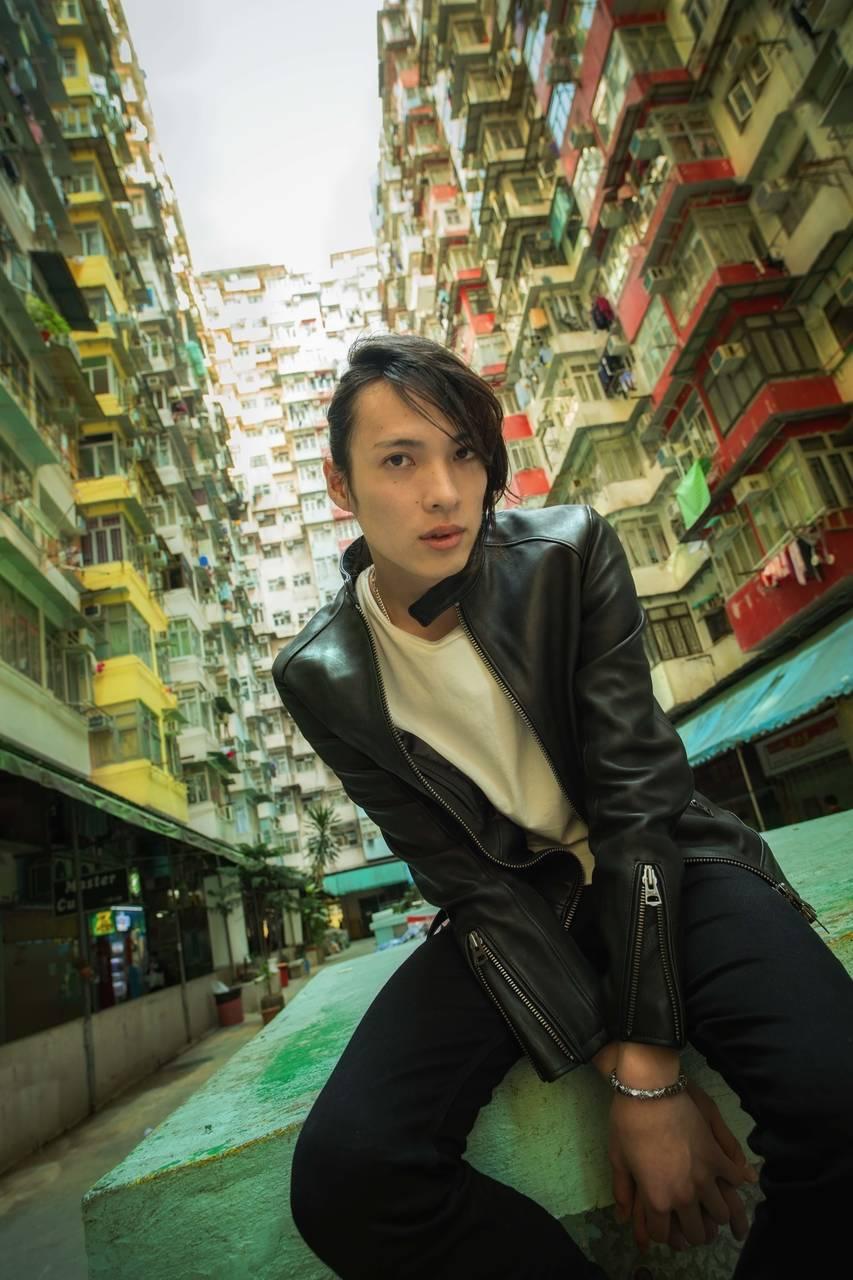 『薄ミュ』にて人気沸騰! 2.5次元の眼鏡王子『輝馬』さんの1st DVD &写真集発売決定!
