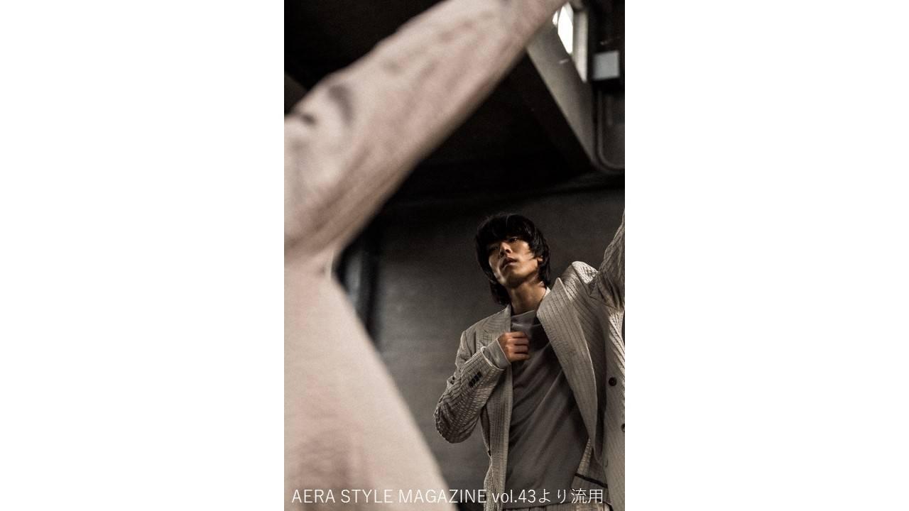 黒羽麻璃央がアルマーニのスーツで『アエラスタイルマガジン』に初登場! インタビューで語るのは?
