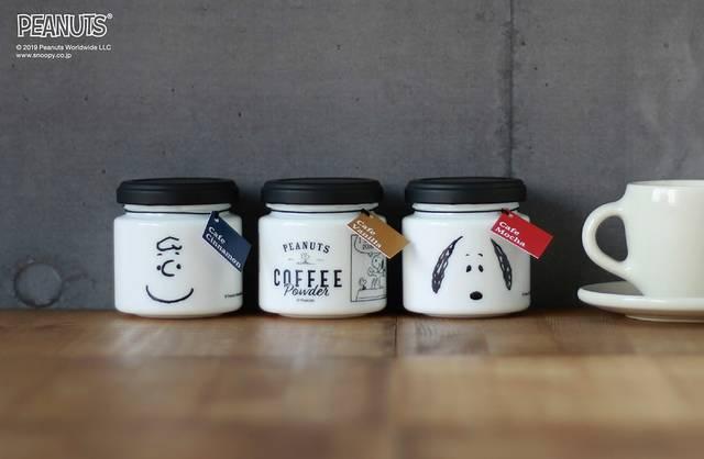 『スヌーピー』が本格コーヒーで楽しめる! クリスマス限定ボトルが可愛い♪