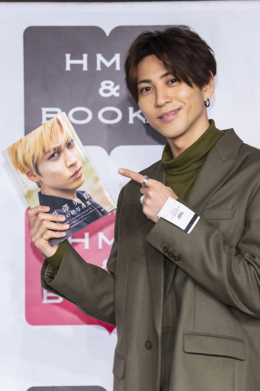 井澤勇貴「ファンの皆さまが僕の横顔が好きなので(笑)」待望のファースト写真集、発売!