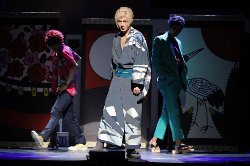 """MANKAI STAGE『A3!』~AUTUMN 2020~  """"異邦人""""と""""任侠伝""""を美しく魅せる…!舞台写真をお届け"""
