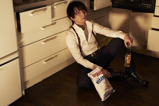 木村良平の飲み歩き連載『酒と泪と良平と』がまとめ本に♪ 単独表紙の「TVガイドVOICE STARS」も同時発売♪