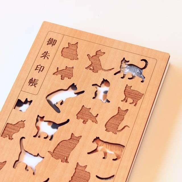 お猫様モチーフの御朱印帳が登場! 藤や桜がモチーフの和レトロデザインも♪ 木の匂いにも癒される♪
