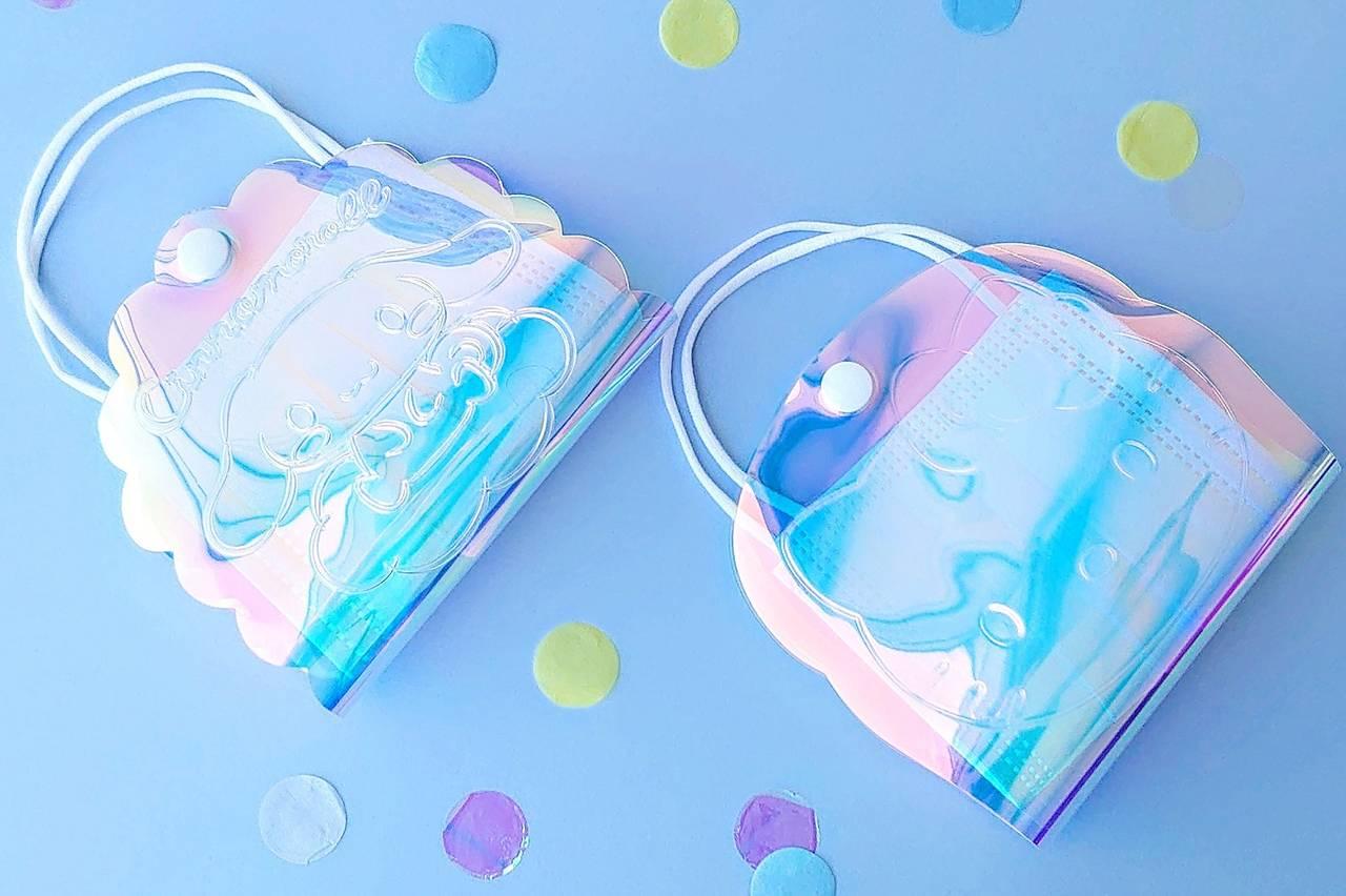 『ハローキティ』&『シナモロール』のマスクバッグが登場! オーロラ風が可愛い♪