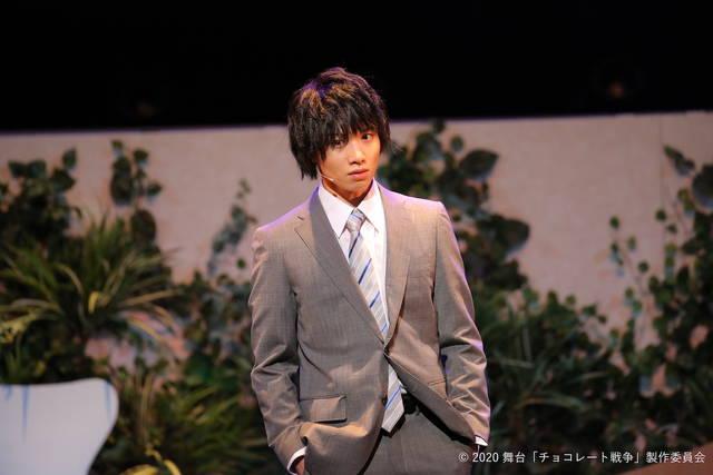 舞台『チョコレート戦争』キャストコメント&公演写真到着! 植田圭輔「舞台ならではの温度感テンポ感が見所」