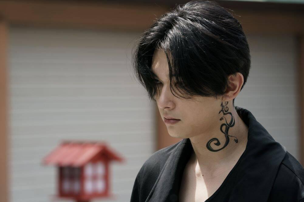"""映画『東京リベンジャーズ』吉沢亮の""""黒髪マイキー""""が美しすぎる…!「解釈一致」「さすがのクオリティ」"""