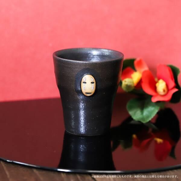 『千と千尋の神隠し』伝統工芸のカオナシグッズ登場! 信楽焼カップや文庫革サイフなど♪
