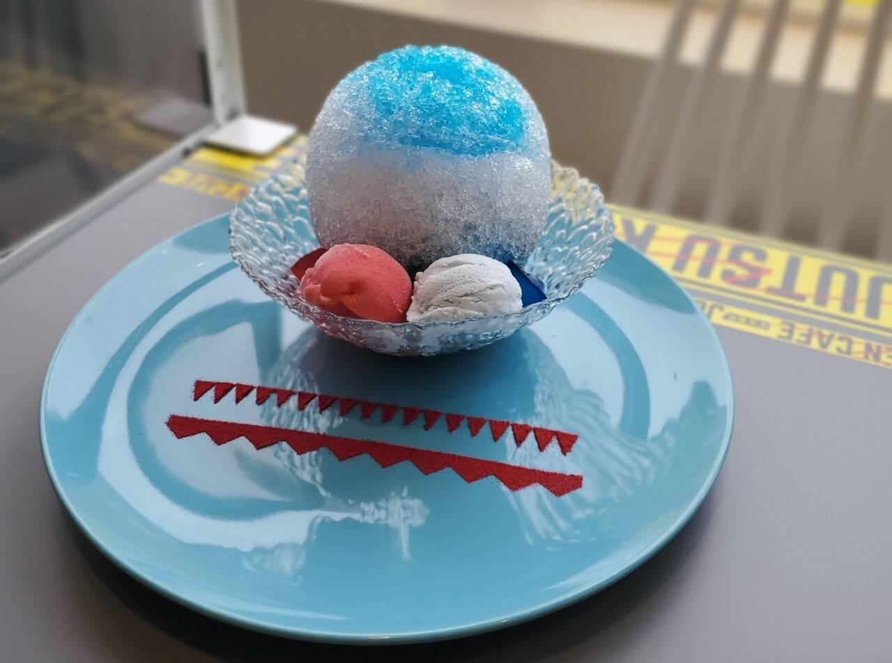 五条悟のかき氷に興奮!「呪術廻戦カフェ」でメニューを食べ比べ♥【潜入レポート】
