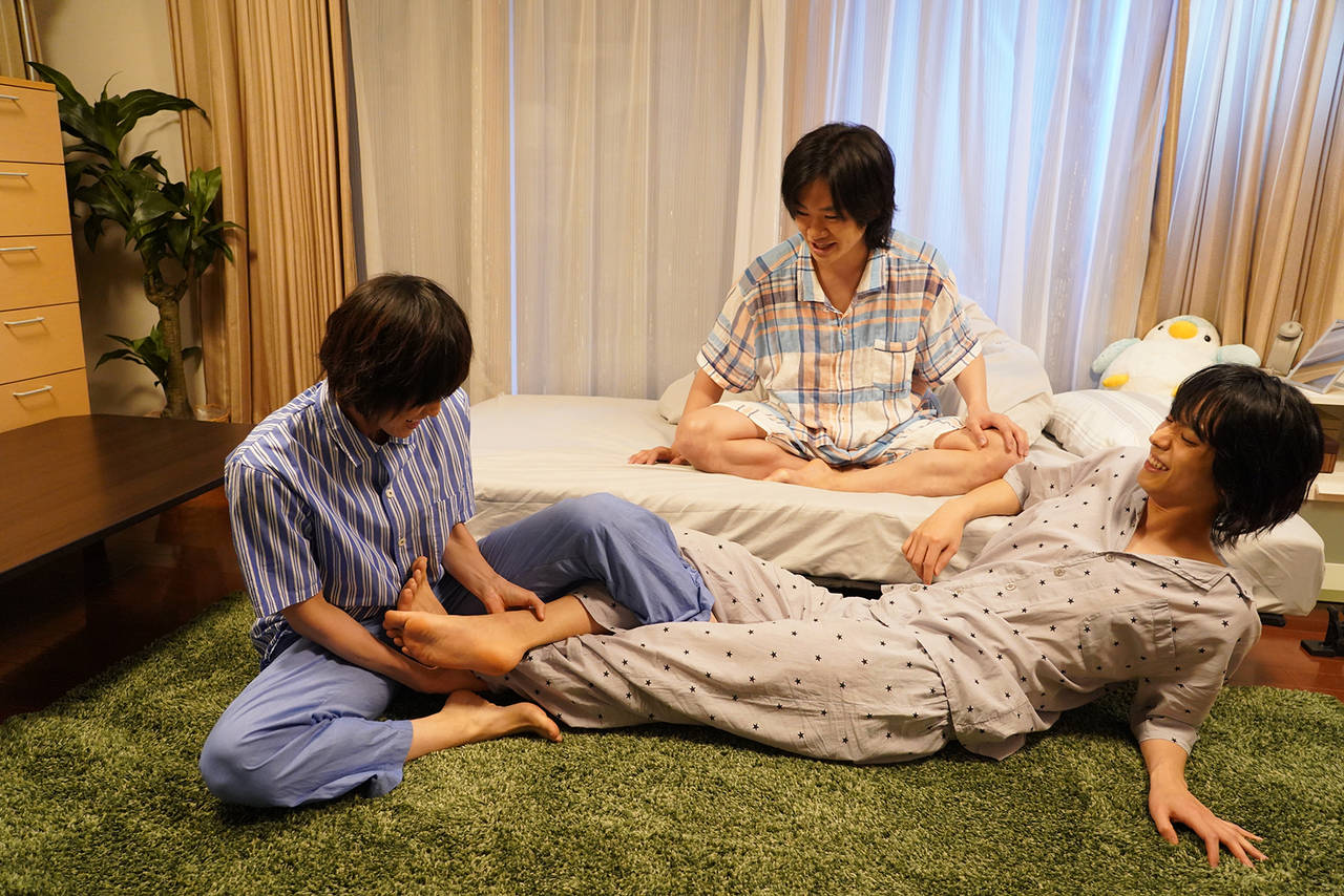 黒羽麻璃央、鳥越裕貴、眞嶋秀斗がパジャマでバカ話!?コメディードラマ『寝ないの?小山内三兄弟 シーズン2』配信中9