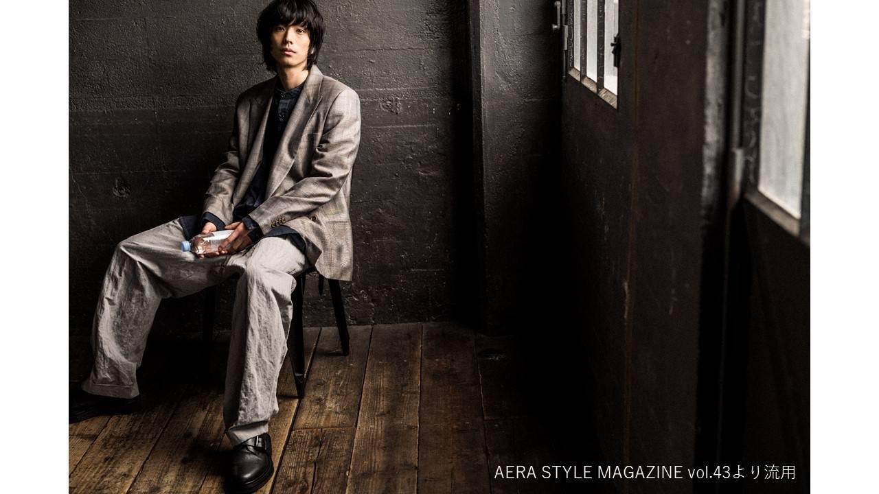 黒羽麻璃央、アルマーニのスーツで『アエラスタイルマガジン』に初登場! 画像1