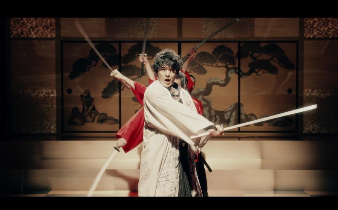 """崎山つばさ新作MV公開!殺陣とダンスを融合した """"剣舞ダンス"""" に注目!2"""