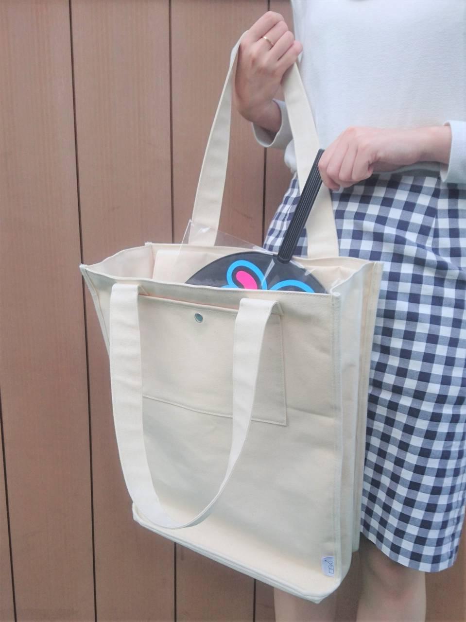 ジャンボうちわが柄まで入るエマデトートバッグ
