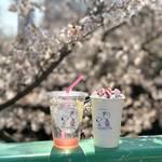 『スヌーピー』お花見にぴったりのドリンク登場! さくらレモネード&さくら焼きマシュマロラテ