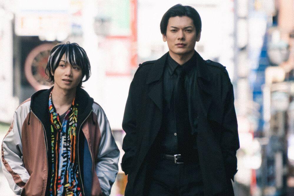 『クロガラス3』場面写真/新宿歌舞伎町を歩く崎山つばさ、植田圭輔