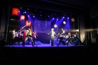 2018年1月10日(水)より、銀座の博品館劇場にて、舞台『イケメン革命◆アリスと恋の魔法 THE STAGE  Episode 黒のエース フェンリル=ゴッドスピード」が開幕しました。『イケメン革命◆アリスと恋の魔法』ば、シリーズ累計ダウンロード数1700万回を超える『イケメンシリーズ』のひとつで、『不思議の国のアリス』をモチーフにしたファンタジー恋愛アプリゲーム。初の舞台化に、否が応にも期待が高まります!
