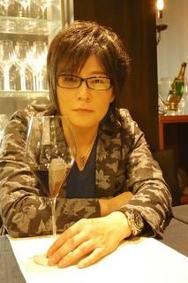 森川智之さんが2018年4月に上梓した『声優 声の職人』(岩波書店)。アニメやゲームだけでなく、トム・クルーズなどハリウッド俳優の吹き替えも担当し、30年以上声優界のトップを走り続けてきた森川さん。そんな森川さんの思う演技論・声優論とは?