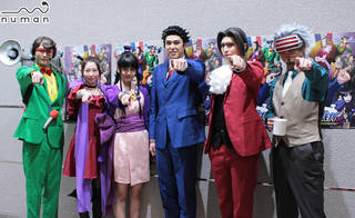 2018年1月16日、東京・シアター1010で大人気法廷アドベンチャーゲーム『逆転裁判』シリーズを舞台化した、舞台『逆転裁判 -逆転のGOLD MEDAL-』が上演スタートしました。ここでは、そんな本作のゲネプロ公演前に行われたキャスト6人による挨拶の模様をお届け♪