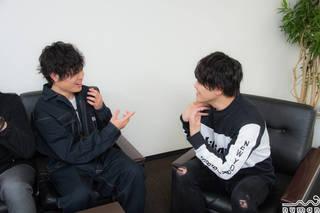 音楽原作キャラクターラッププロジェクト『ヒプノシスマイク-Division Rap Battle-』。4つの各ディビジョンから石谷春貴さん、駒田航さん、野津山幸宏さん、木島隆一さんをお迎えし、全4回にわたるロングインタビューをお届けしています! 第2回では、チームメンバーのキャラクターついてを中心に伺いました。