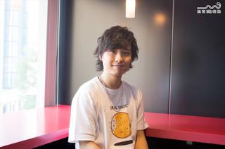 声優・寺島惇太さんの2nd ミニアルバム『JOY source』が10月23日に発売決定! 自身が作詞作曲した『JOY』の制作裏話や、『スカーレット』のMV撮影エピソード、見どころなどをお聞きしました。