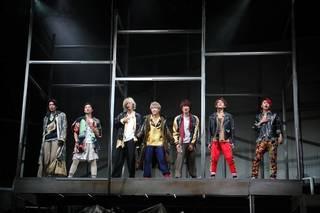 安井謙太郎さん、真田佑馬さん、諸星翔希さん、森田美勇人さん、萩谷慧悟さん、阿部顕嵐さん、長妻怜央さんが出演する舞台「7ORDER」が8月22日よりスタートしました。歌あり、ダンスあり、LIVEあり! 7人がキラキラと輝いたゲネプロのレポートをお届けします。