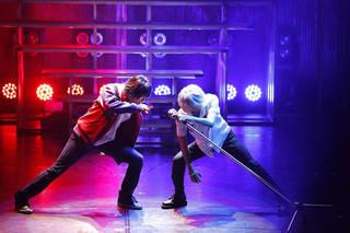 音楽原作キャラクターラッププロジェクト『ヒプノシスマイク -Division Rap Battle-』(通称:ヒプマイ)の舞台化第1弾が2019年11月15日より上演。高野洸さん、阿部顕嵐さんらが出演した本作のゲネプロレポートをお届けします。